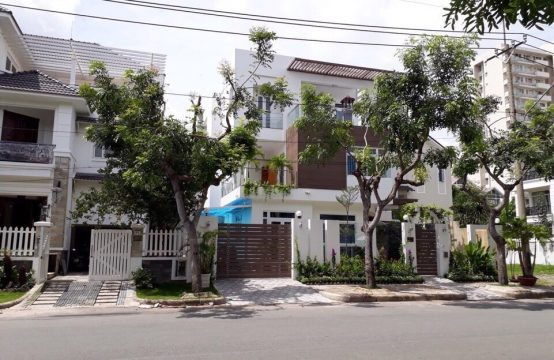 Nice villa for rent located on Ly Long Tuong street,  district 7