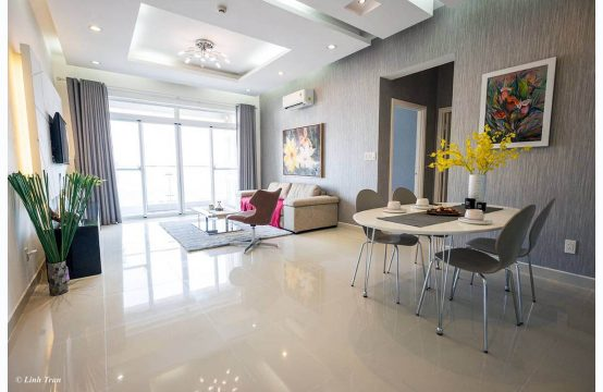 Beautiful apartment for rent in Riverside Residence